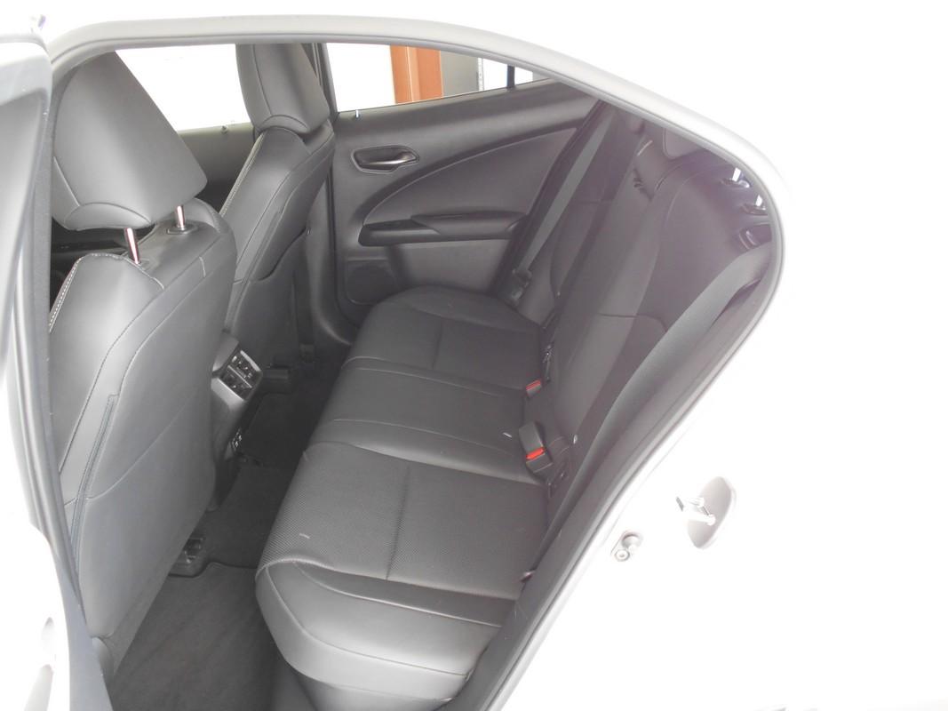 Lexus UX Hybrid 9