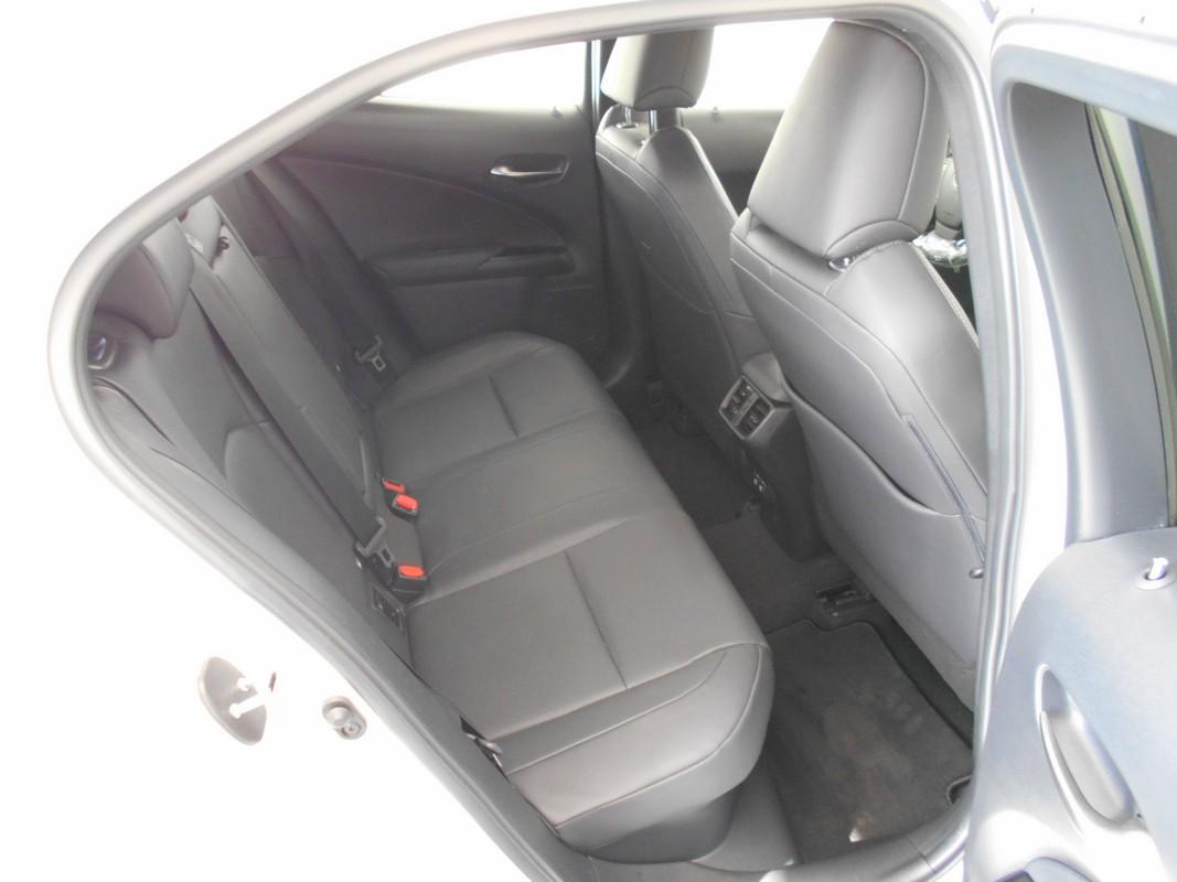 Lexus UX Hybrid 10