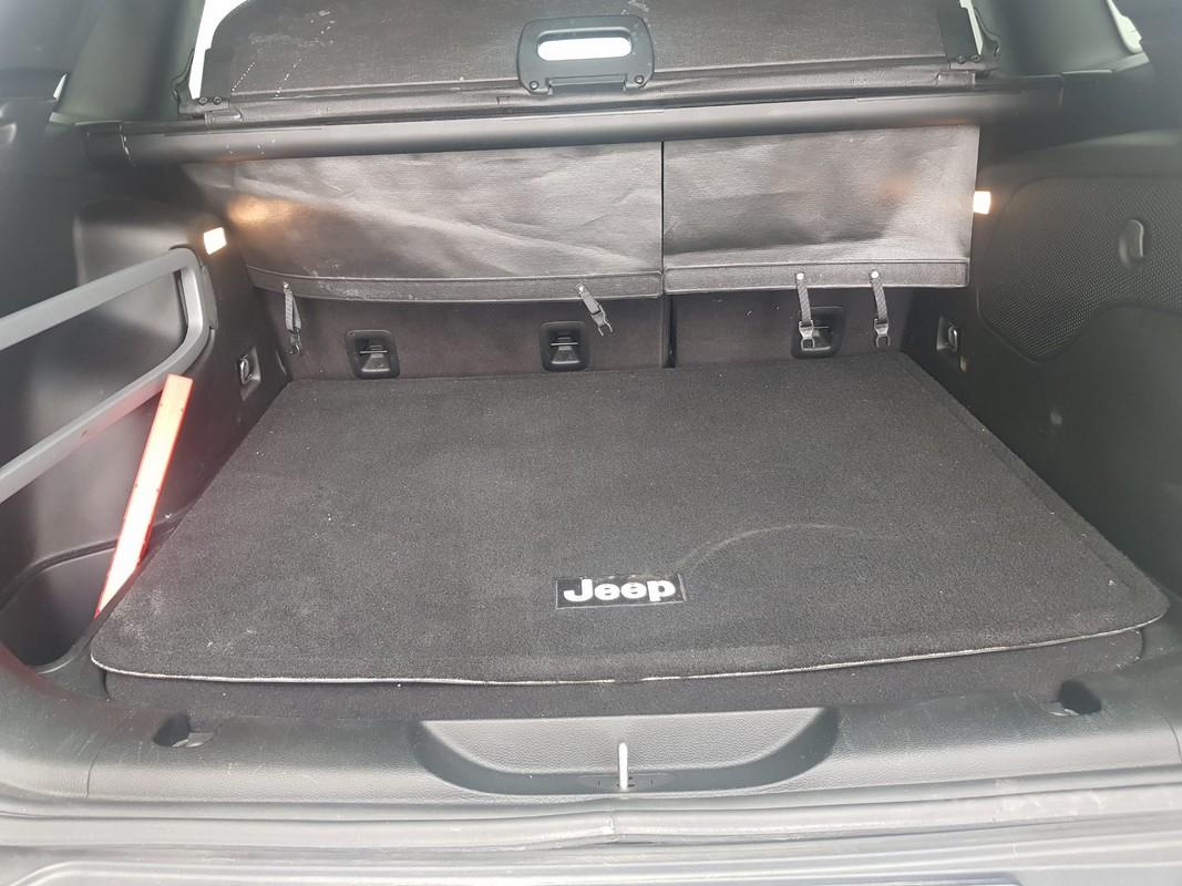 Jeep Cherokee 8