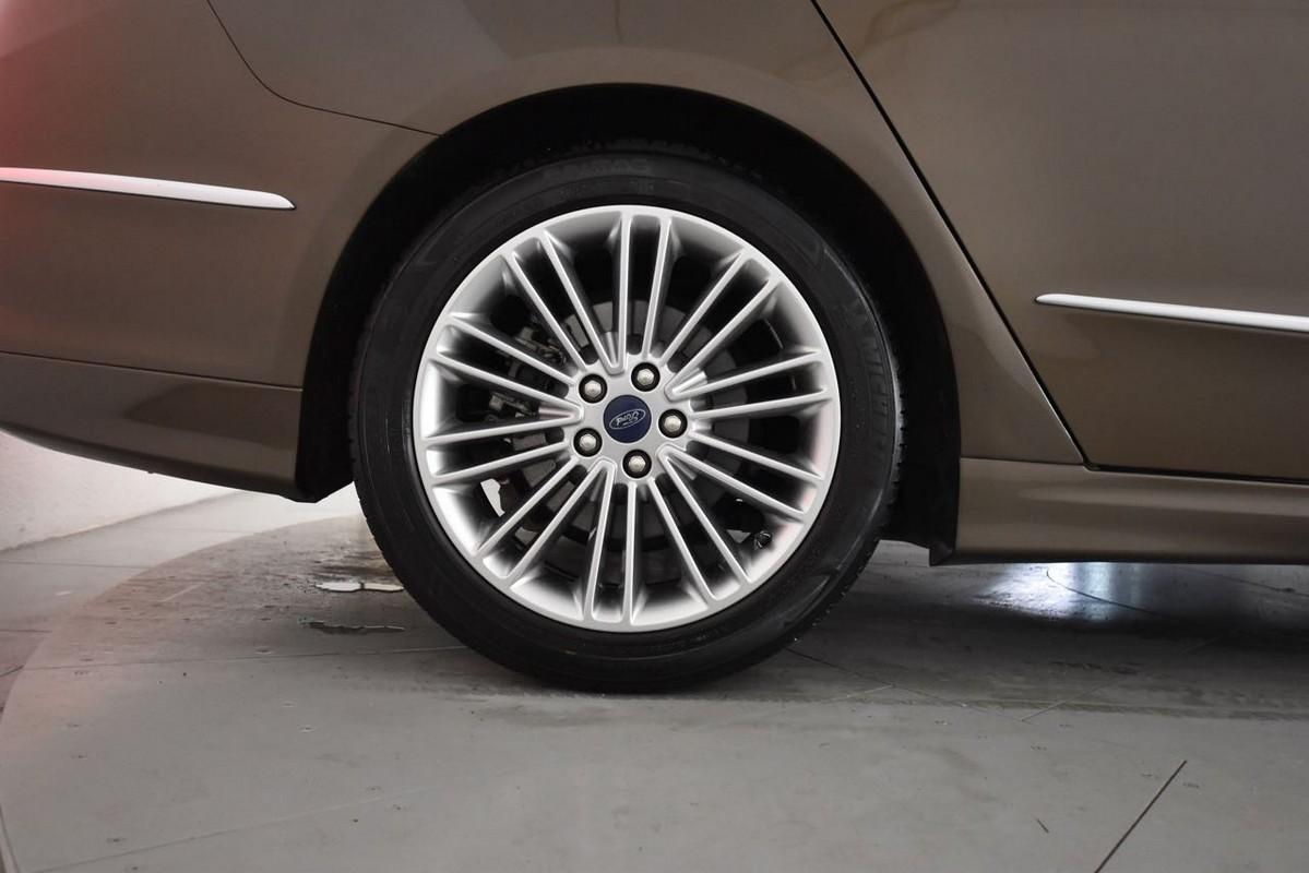 Ford Mondeo Hybrid 24