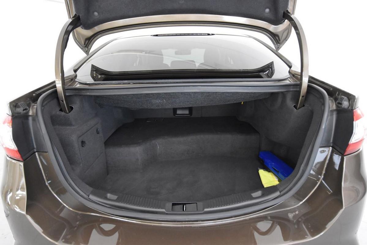Ford Mondeo Hybrid 8