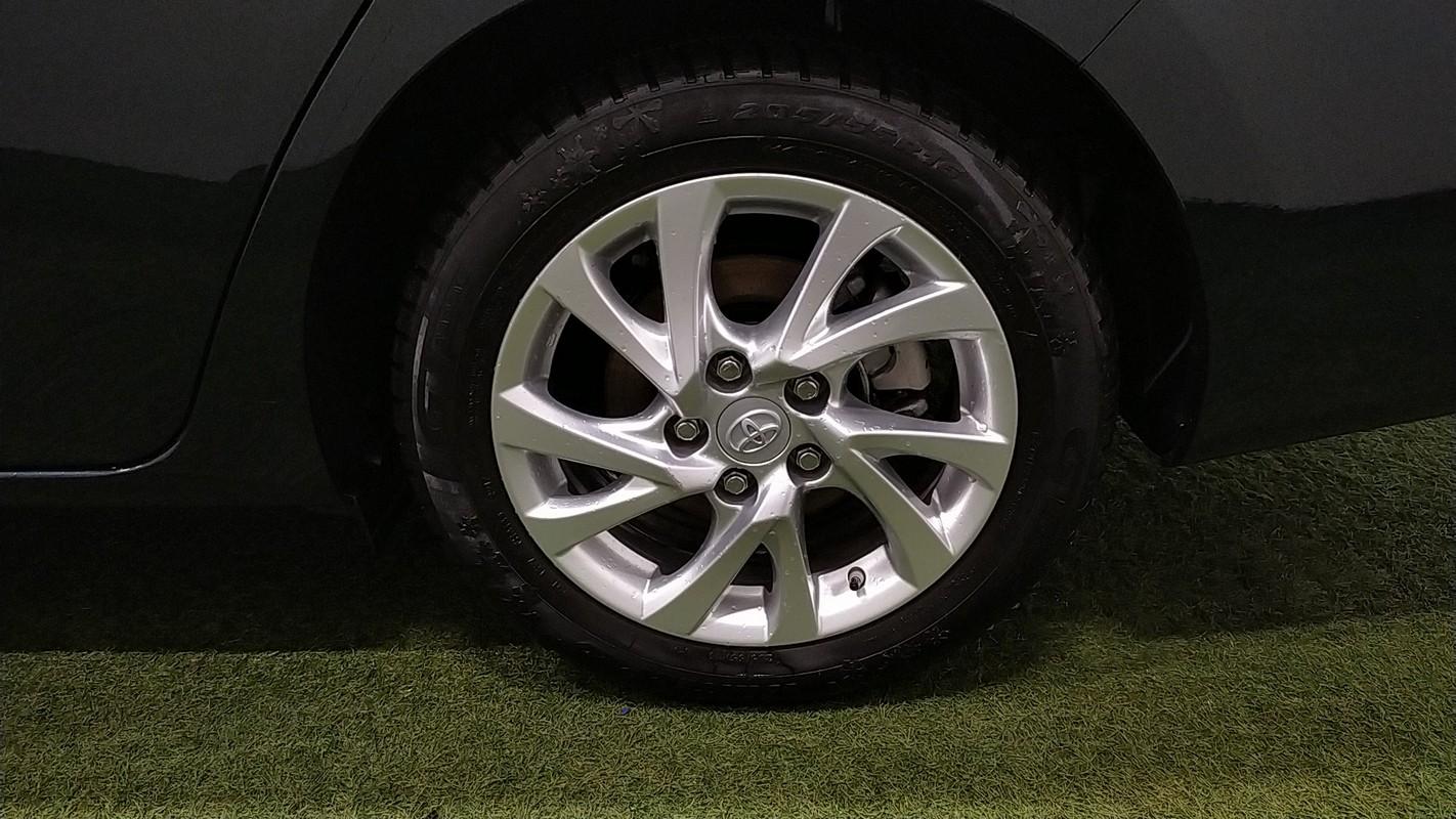 Toyota Auris TS Hybrid 15
