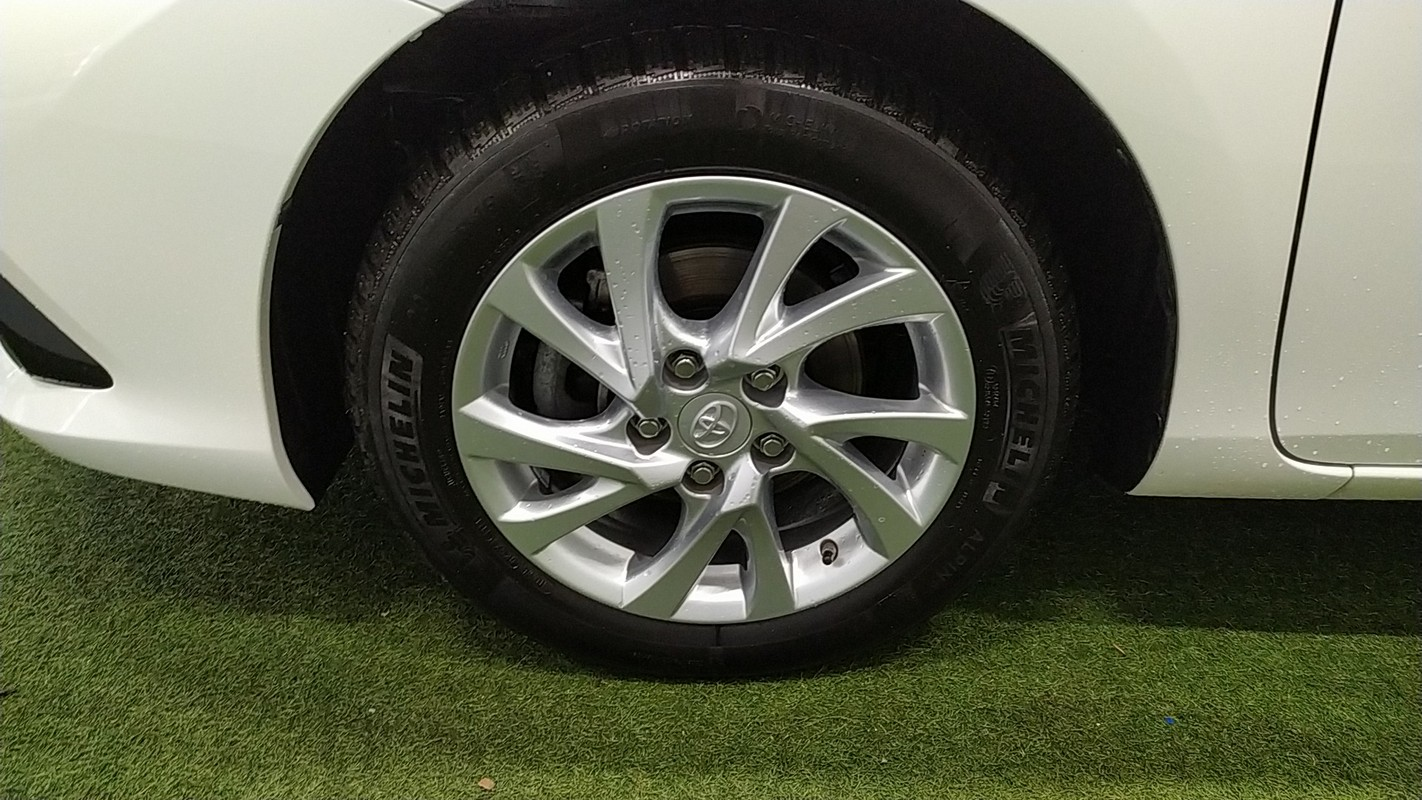 Toyota Auris TS Hybrid 16