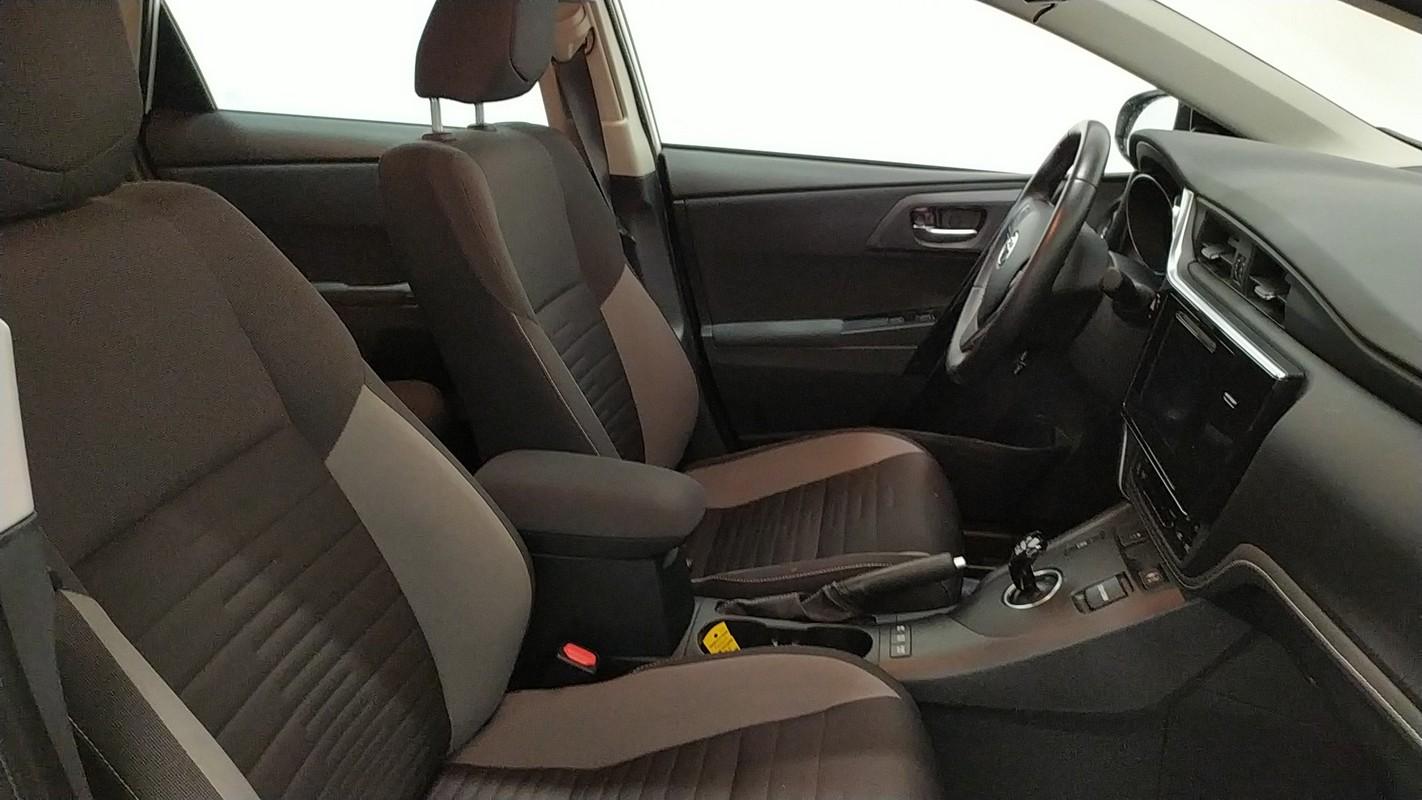 Toyota Auris TS Hybrid 6