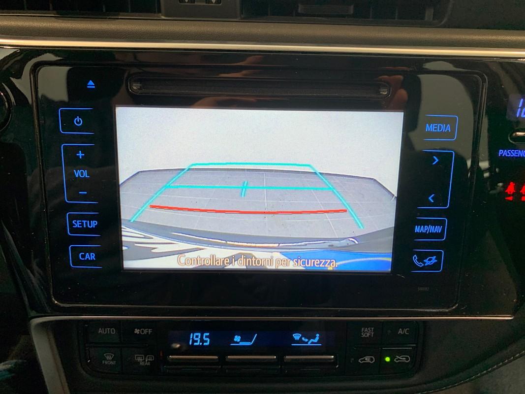 Toyota Auris TS Hybrid 17