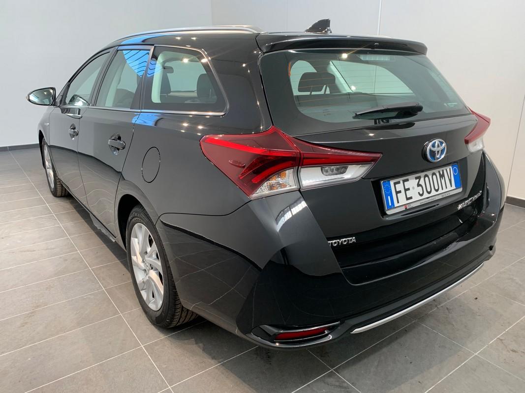Toyota Auris TS Hybrid 1