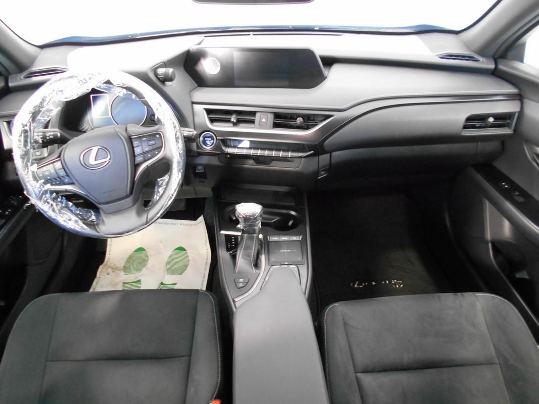 Lexus UX Hybrid 11