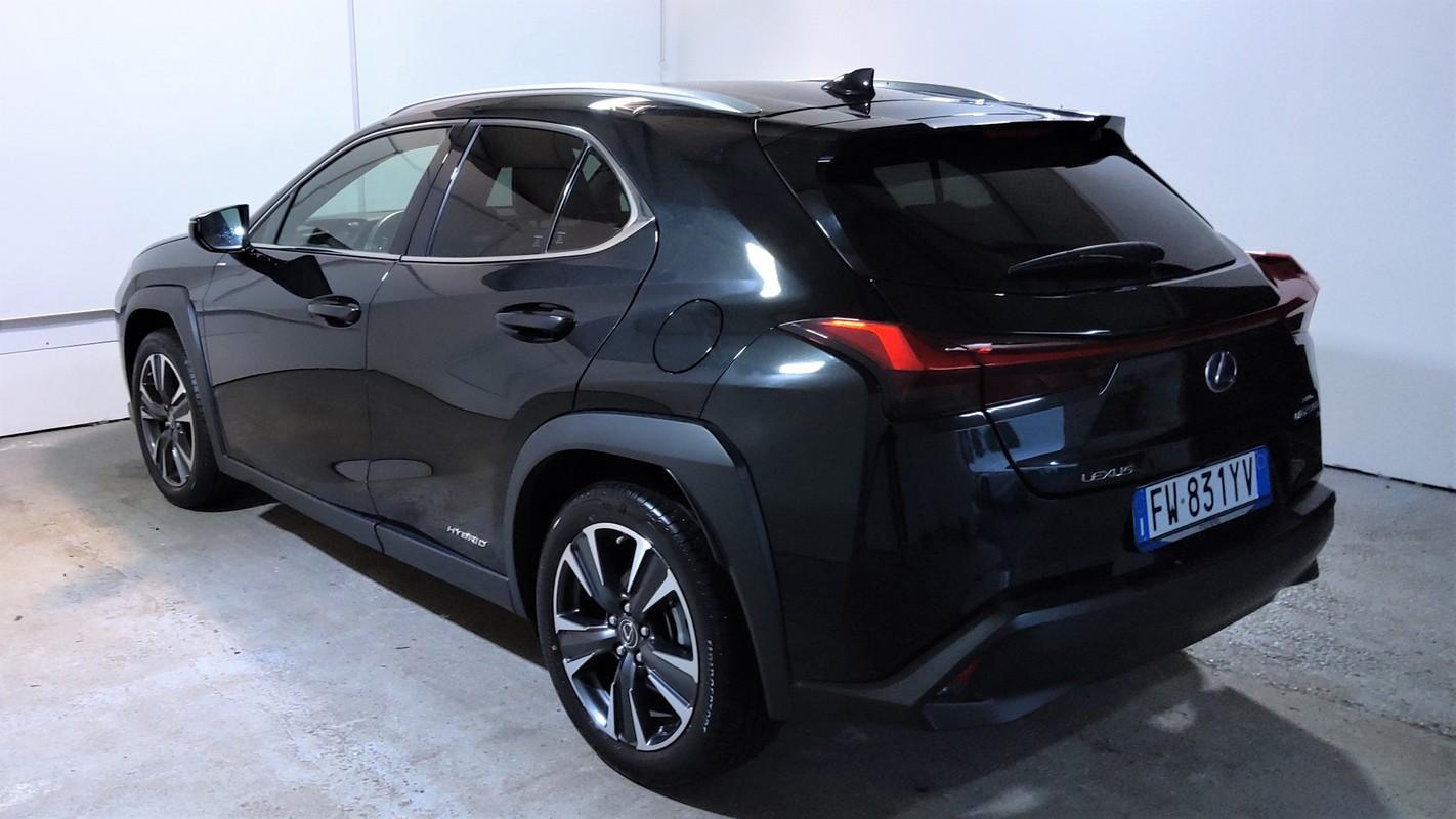 Lexus UX Hybrid 1