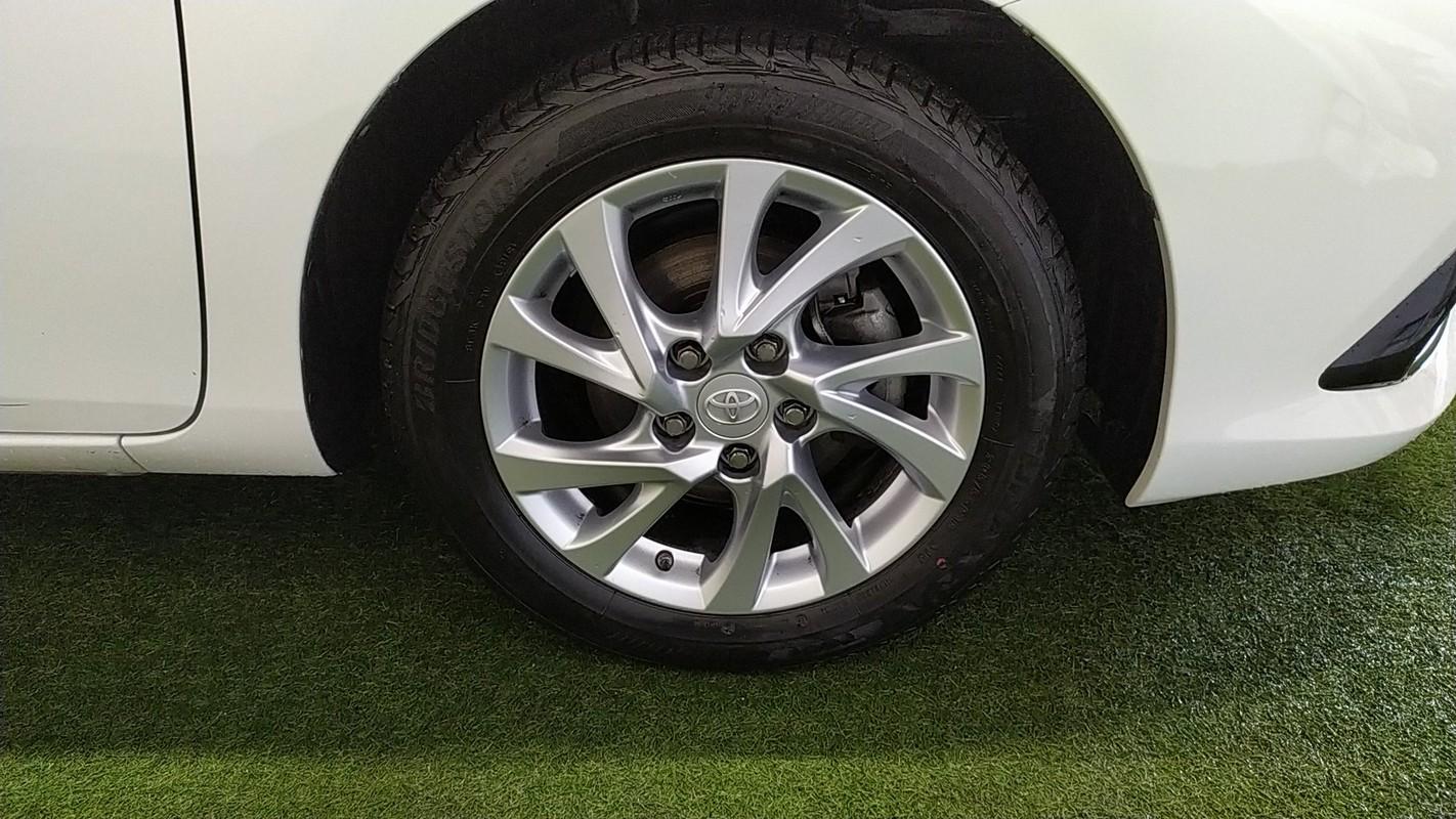 Toyota Auris Hybrid 15