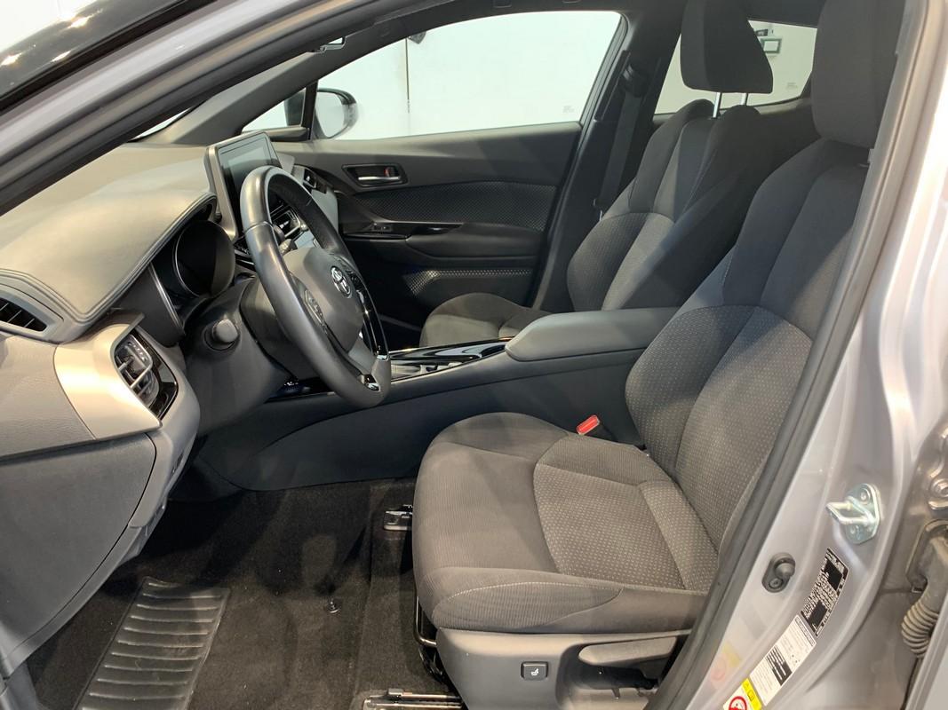 Toyota C-HR Hybrid 8