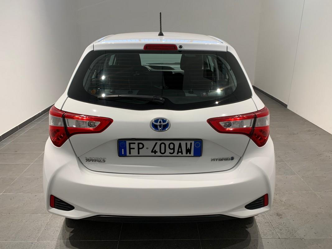 Toyota Yaris Hybrid 6
