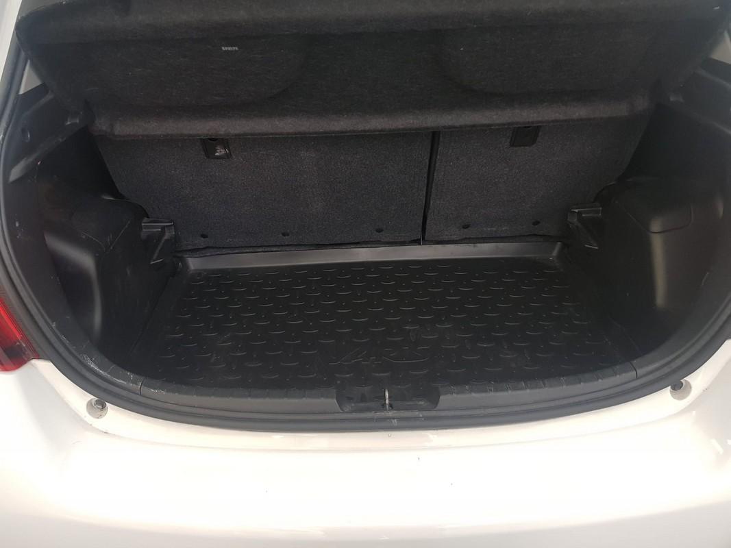Toyota Yaris Hybrid 8