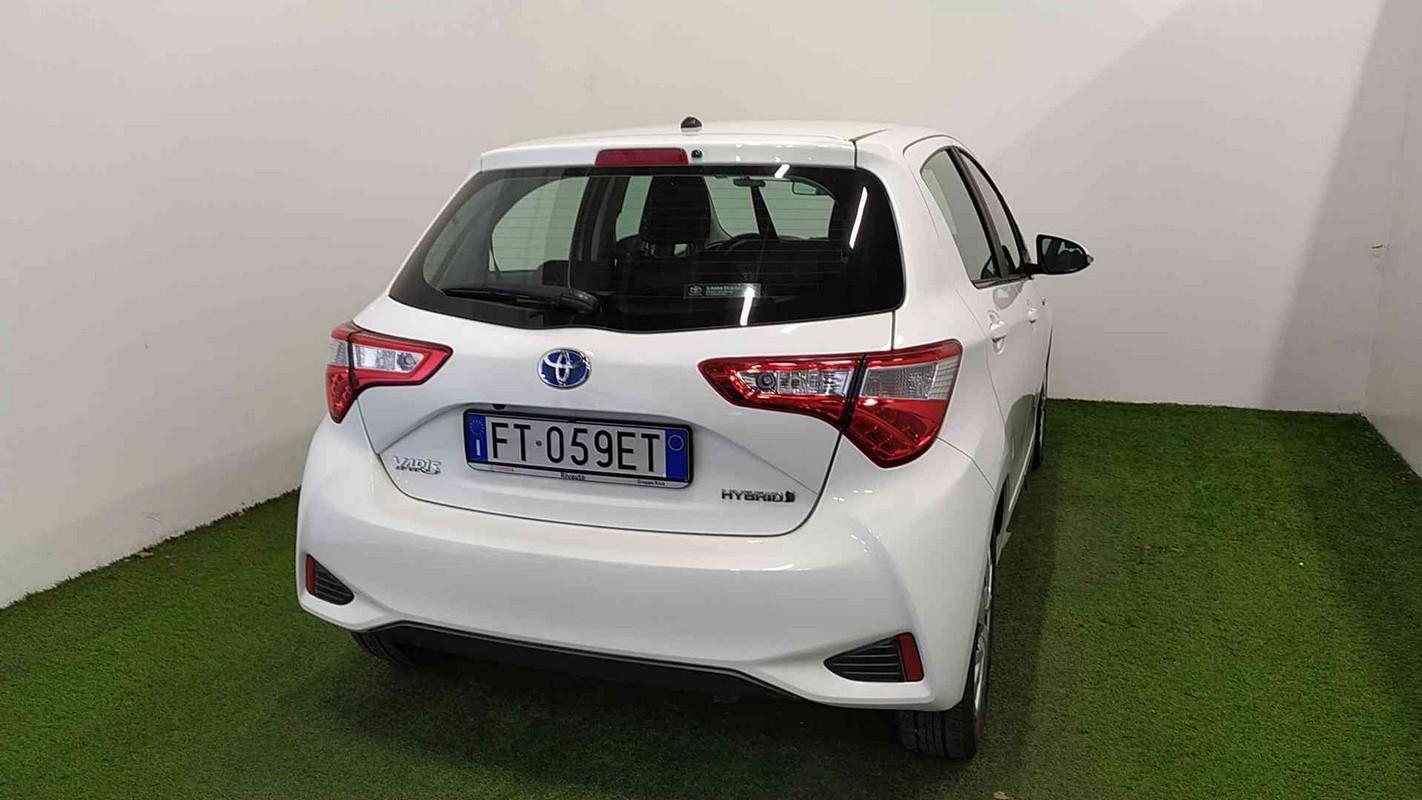 Toyota Yaris Hybrid 5