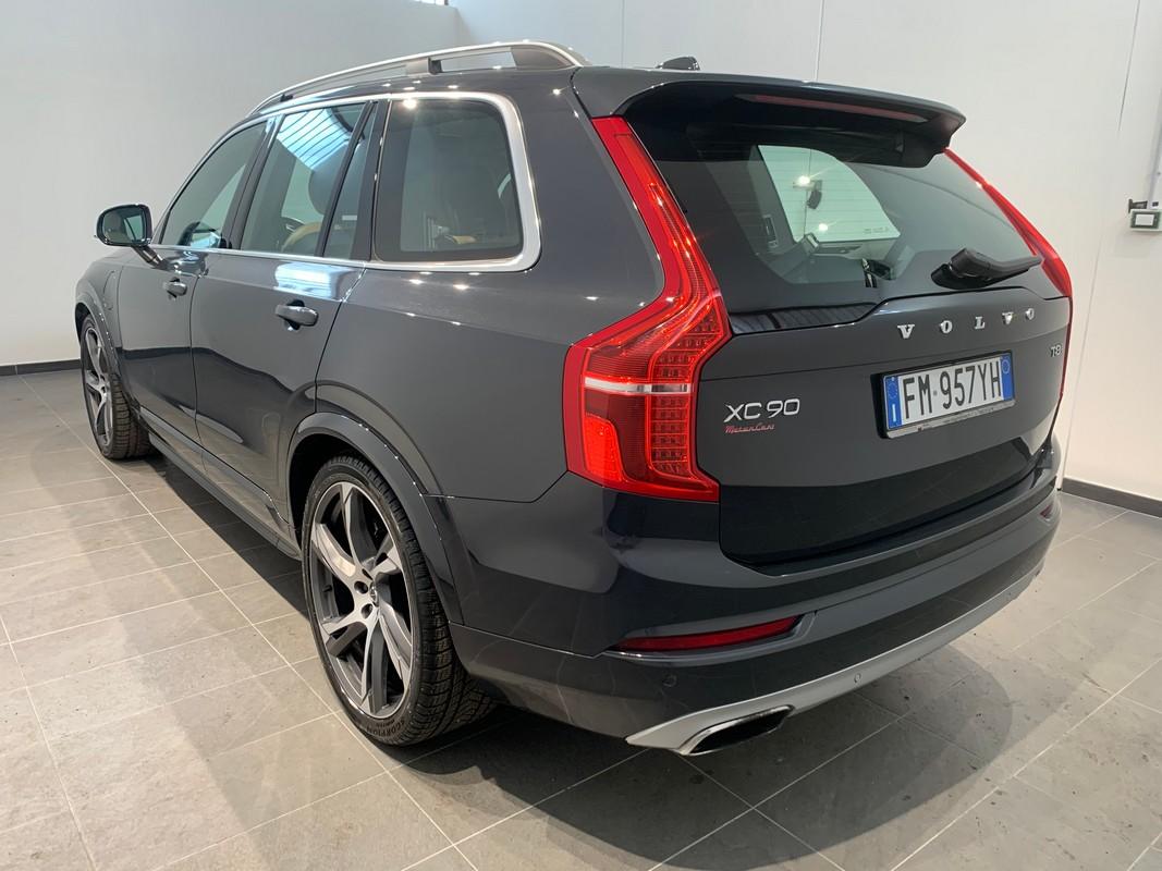 Volvo XC90 Hybrid 1