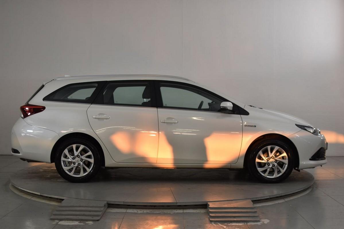Toyota Auris TS Hybrid 5