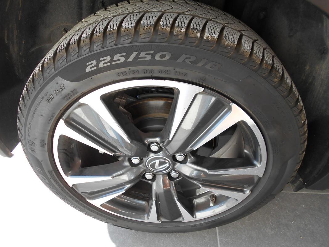 Lexus UX Hybrid 15