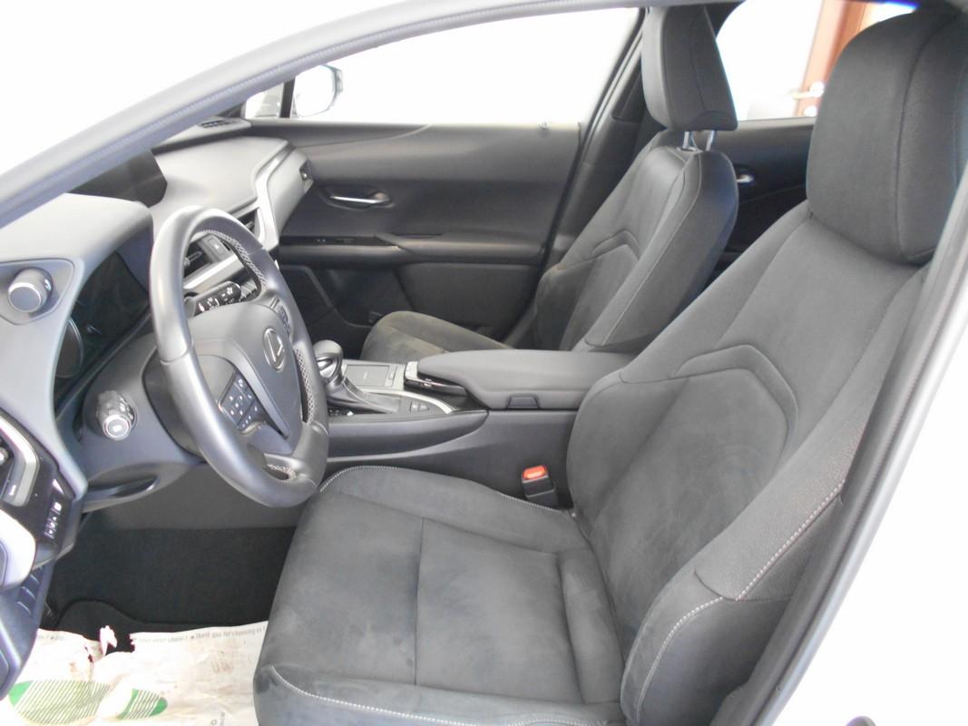 Lexus UX Hybrid 7