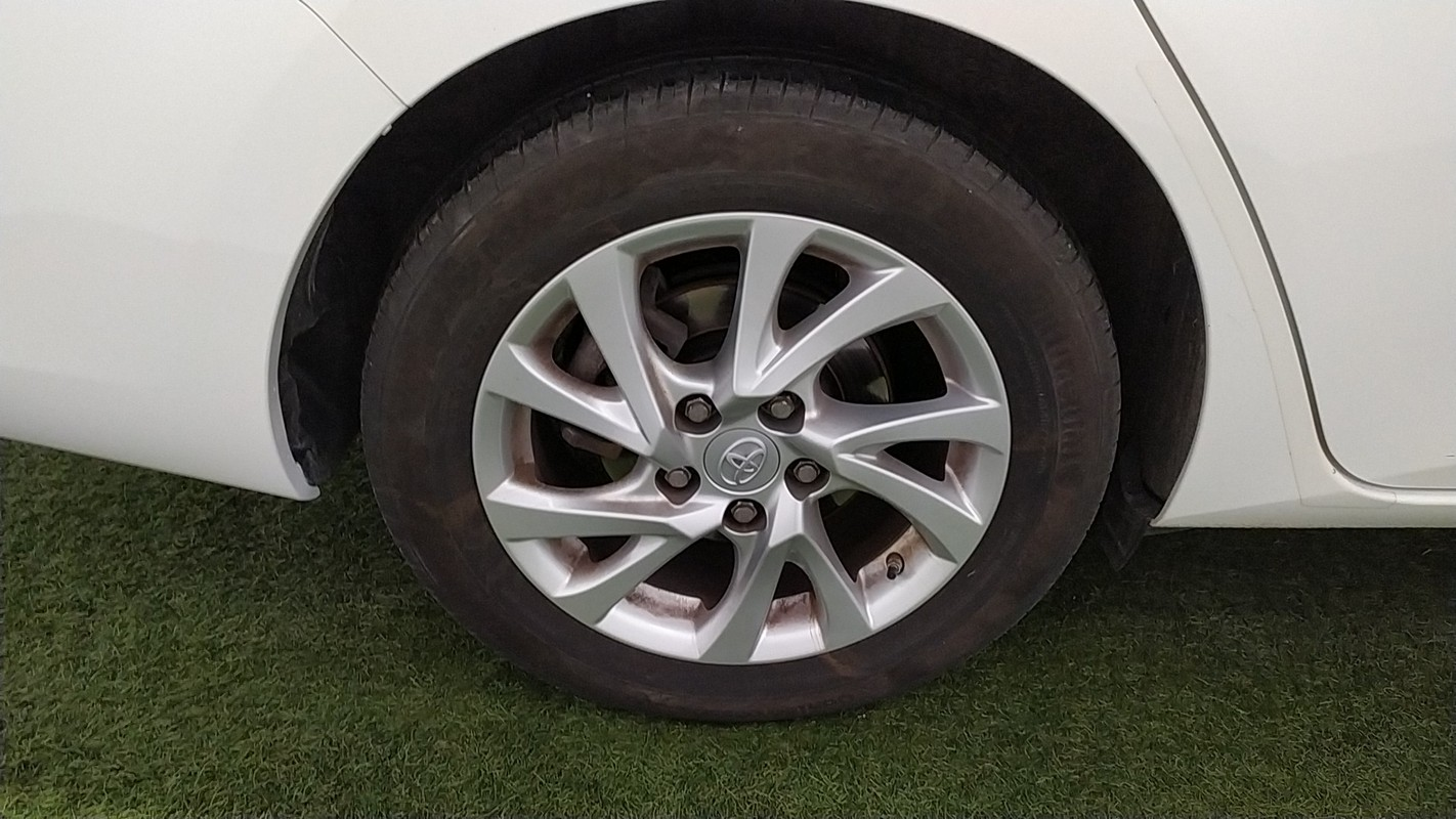 Toyota Auris TS Hybrid 11