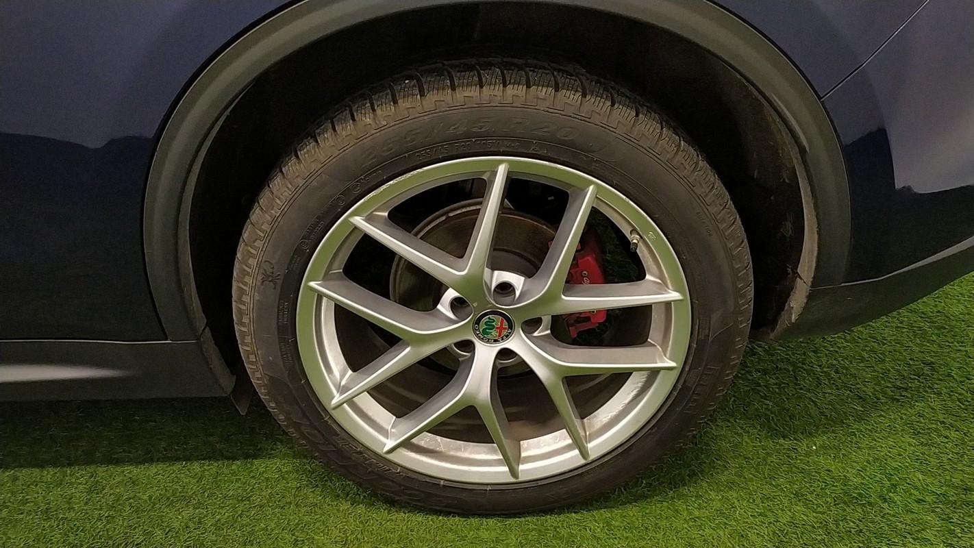 Alfa Romeo Stelvio 17