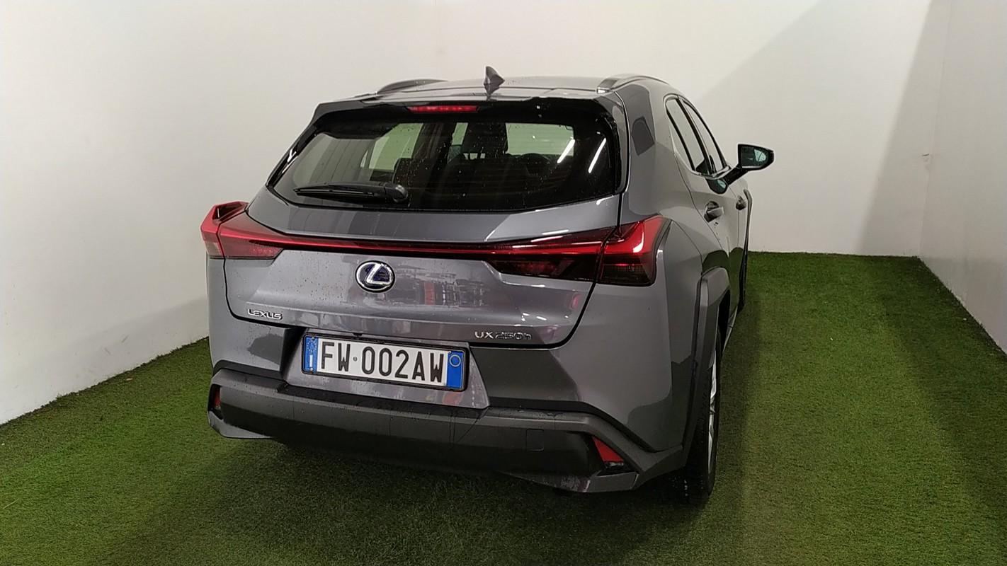 Lexus UX Hybrid 5