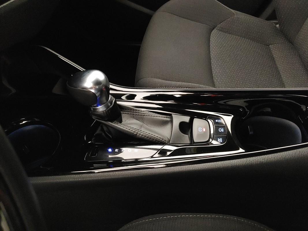 Toyota C-HR Hybrid 23