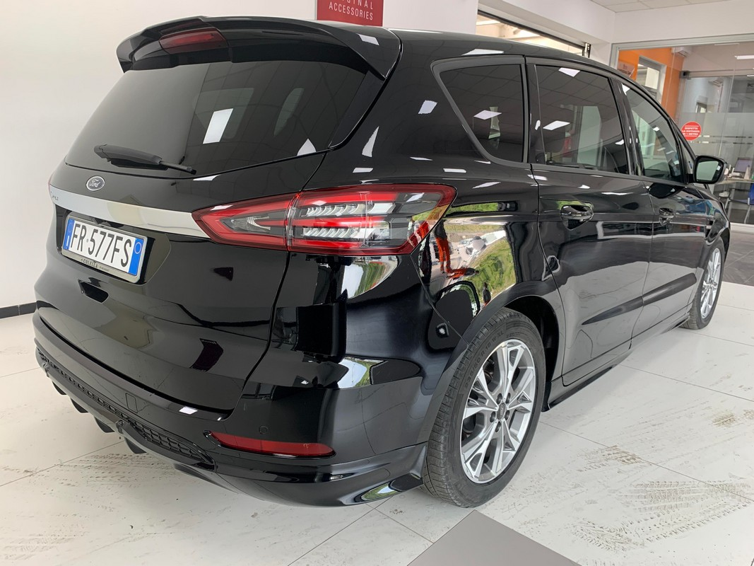 Ford S-Max 6