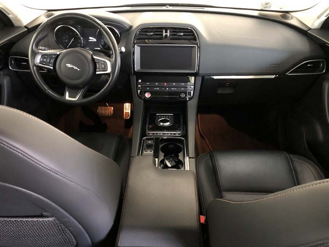 Jaguar F-Pace 14