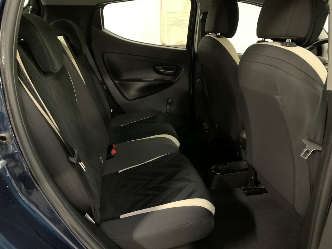 Lancia Ypsilon 12