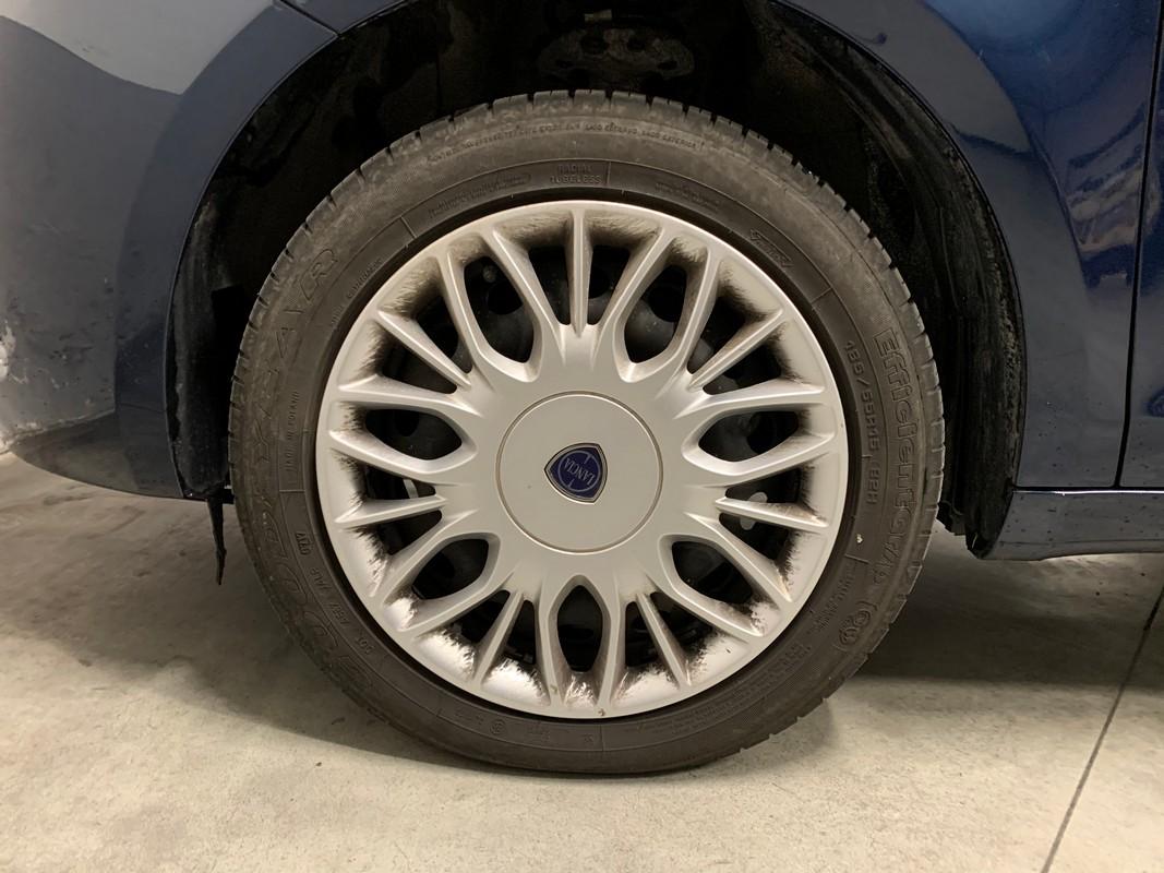 Lancia Ypsilon 19