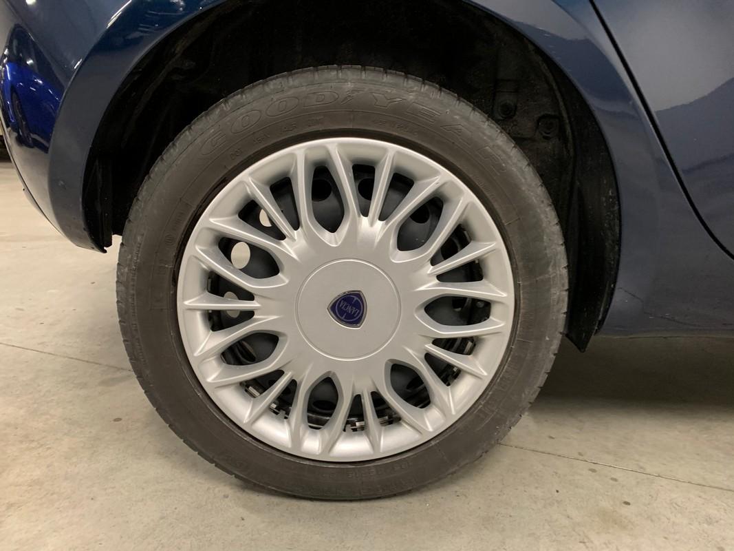 Lancia Ypsilon 21