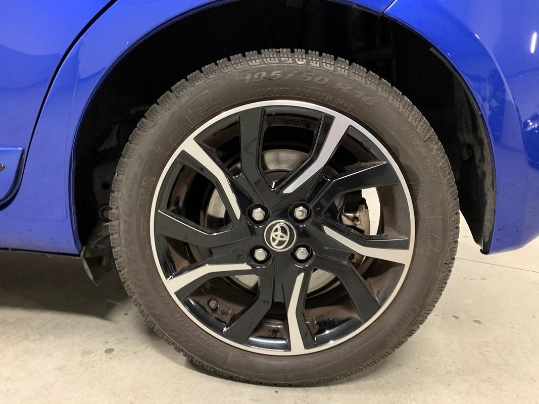 Toyota Yaris Hybrid 24
