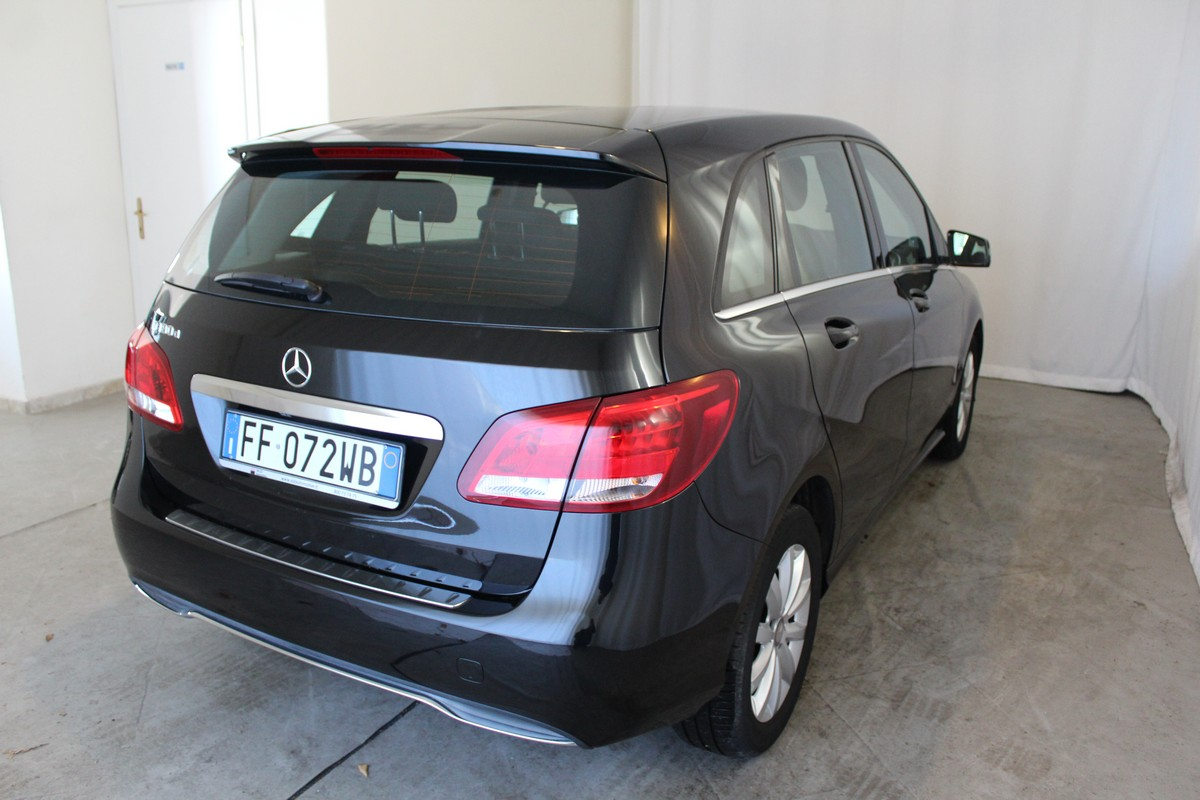 Mercedes-Benz Classe B B 180 d Automatic Business 2015 4
