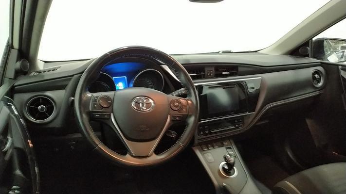 Toyota Auris TS Hybrid 14