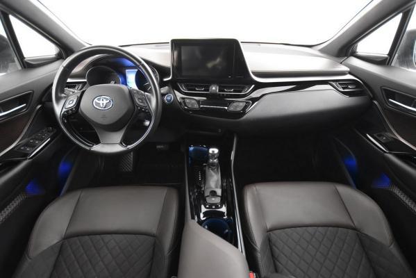 Toyota C-HR Hybrid 14