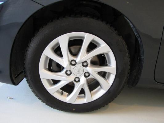 Toyota Auris TS Hybrid 26