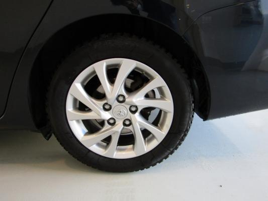 Toyota Auris TS Hybrid 28