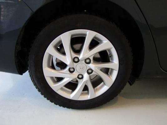 Toyota Auris TS Hybrid 29