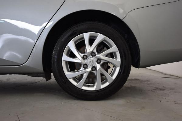Toyota Auris TS Hybrid 22