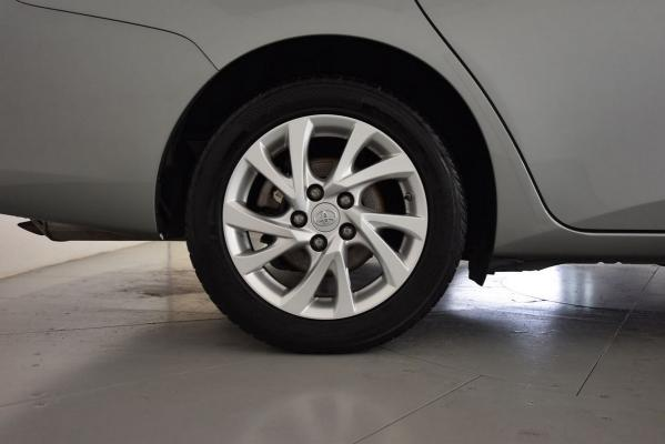 Toyota Auris TS Hybrid 23