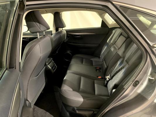 Lexus NX Hybrid 10