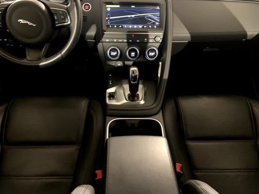 Jaguar E-Pace 14