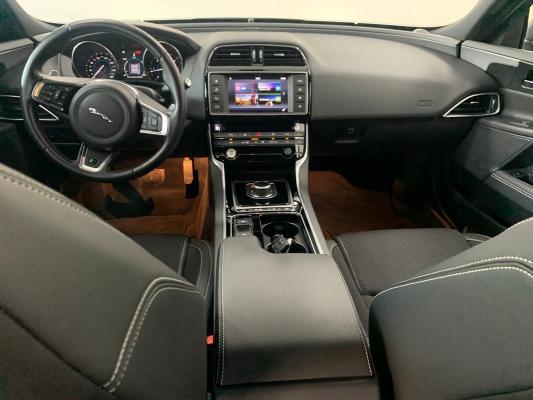 Jaguar XE 13