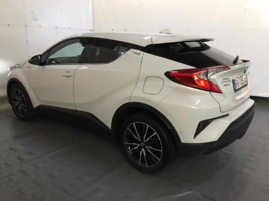 Toyota C-HR Hybrid 2