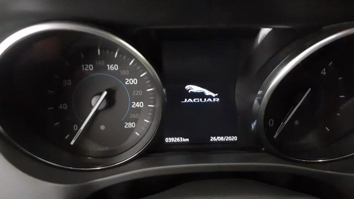 Jaguar F-Pace 16