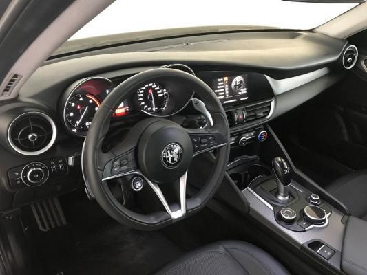Alfa Romeo Giulia 13