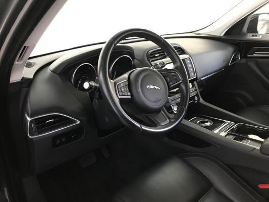 Jaguar F-Pace 13