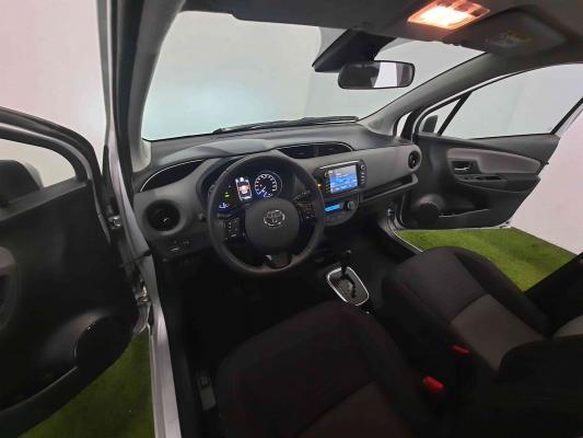 Toyota Yaris Hybrid 7