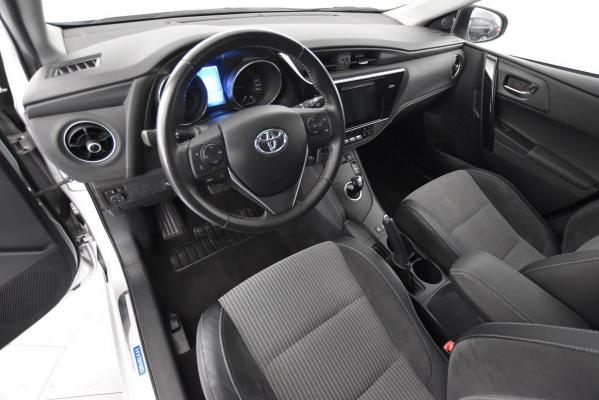 Toyota Auris Hybrid 9