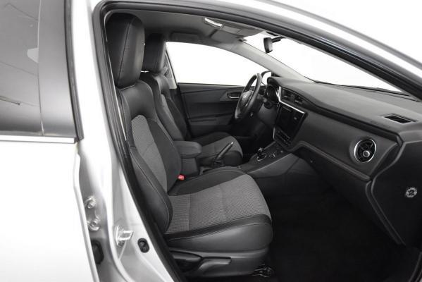 Toyota Auris Hybrid 10