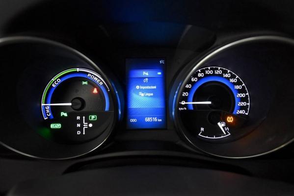 Toyota Auris Hybrid 16